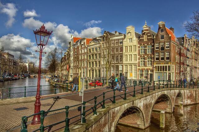 Makelaarsvereniging Amsterdam ondertekent Stoplichtconvenant